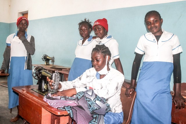 Nähmaschinen für Frauen in Kamerun